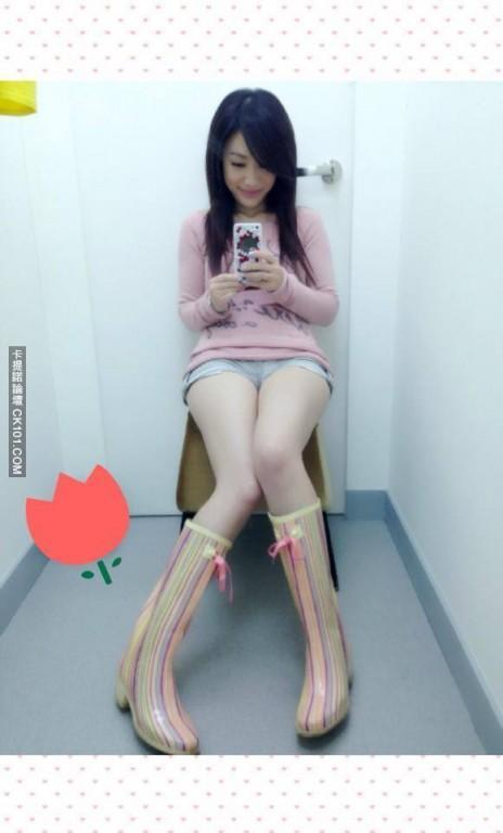 萧彤雯张宇尬女神美腿PK 这两腿都犯规了!